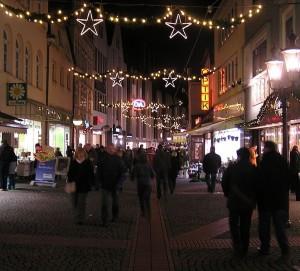 662px-Weihnachtliche_baeckerstraße_MI
